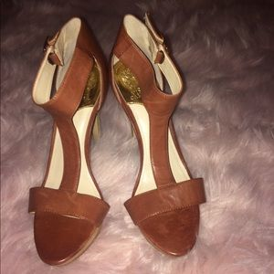 NWOB Vince Camuto leather T Strap heels size 10